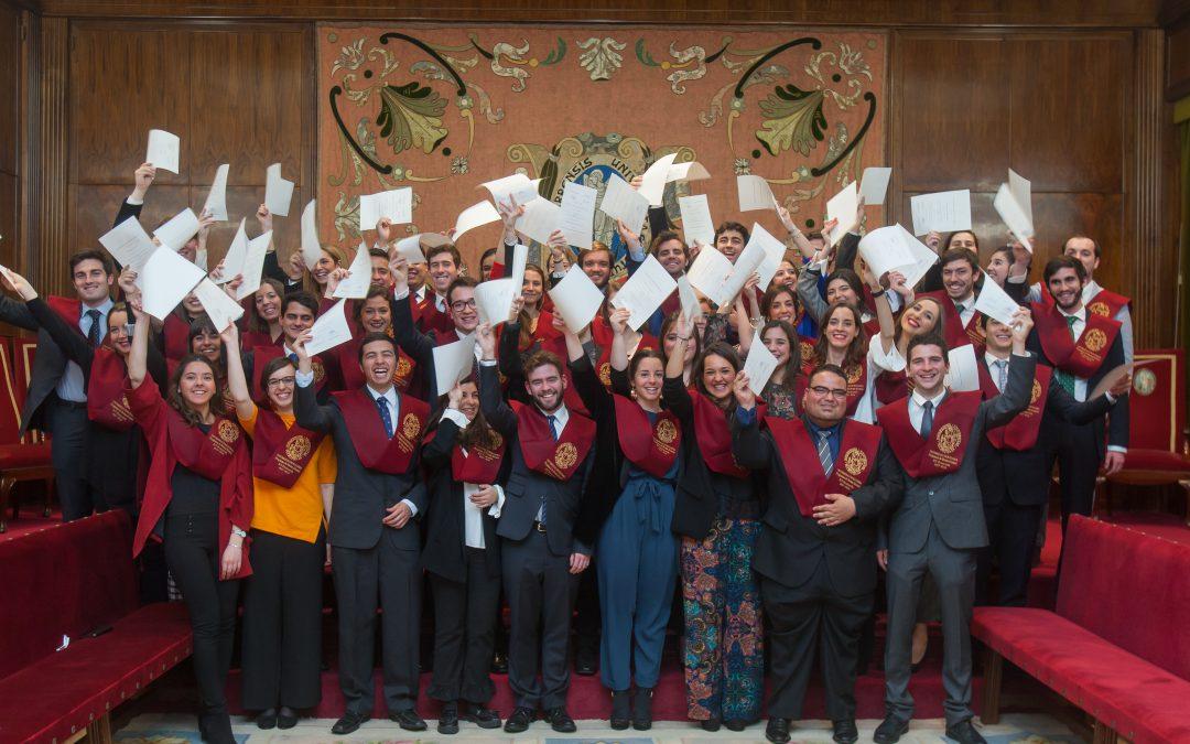 53 estudiantes del Programa Becas Alumni de la Universidad celebran su graduación